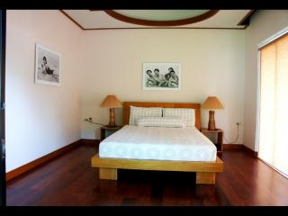 Pool Villa for holidays, 4 bed, in Nai harn, 2 min drive from the beach - World vacation rentals