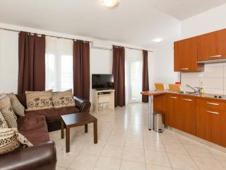 Villa Luna- Apt Linda - Okrug Gornji vacation rentals