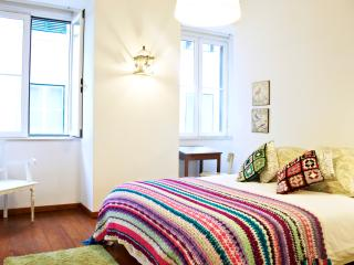 Perfect 2 bedroom Lisbon Apartment with Internet Access - Lisbon vacation rentals