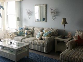 ELEGANCE --- DIRECTLY on the beach! GULF VIEW! - Madeira Beach vacation rentals