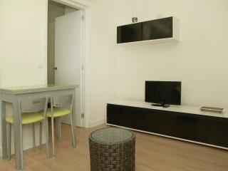 Apartamento Parque de El Retiro 1ºA - Madrid vacation rentals