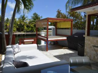 Nice House with Dishwasher and Freezer - North Miami vacation rentals
