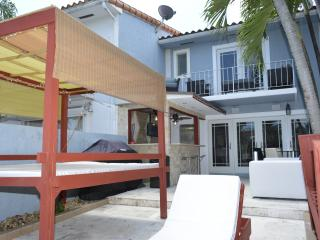 2 bedroom House with Internet Access in North Miami - North Miami vacation rentals