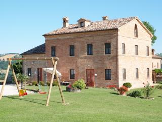Bright 7 bedroom Sant'Angelo In Pontano Farmhouse Barn with Internet Access - Sant'Angelo In Pontano vacation rentals