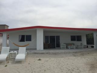 Hermosa y Tradicional Casa de Playa en Chelem! - Progreso vacation rentals
