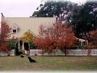 Charming 2 bedroom Farmhouse Barn in Joadja Creek - Joadja Creek vacation rentals