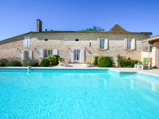 Gorgeous 4 bedroom House in Bergerac with Private Outdoor Pool - Bergerac vacation rentals