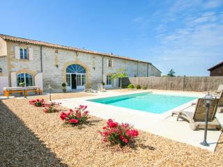 Bright 4 bedroom Bergerac House with Private Outdoor Pool - Bergerac vacation rentals