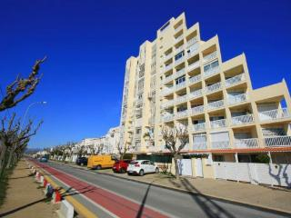 Wonderful Condo with Television and Microwave - Empuriabrava vacation rentals