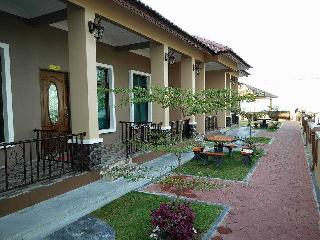 Nice Chalet with Internet Access and Balcony - Kampong Masjid Tanah vacation rentals