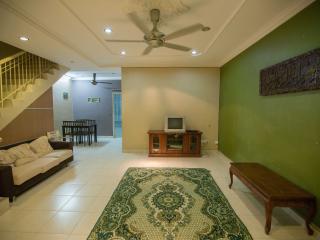 Casa Adelia Homestay @ Simpang Ampat - Simpang Ampat vacation rentals