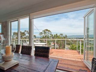 4 bedroom House with Parking in Mount Martha - Mount Martha vacation rentals