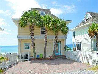 Cozy 3 bedroom Apartment in Miramar Beach with Internet Access - Miramar Beach vacation rentals