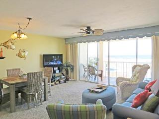 Beautiful Condo with Hot Tub and Shared Outdoor Pool - Destin vacation rentals