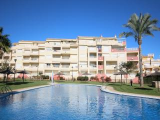 Bright 2 bedroom Condo in Denia with Shared Outdoor Pool - Denia vacation rentals