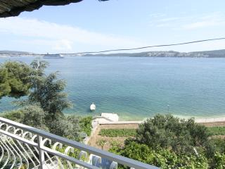 Ap no 2 for 4 with sea view and swimming pool - Seget Donji-Vranjic vacation rentals