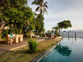 Perfect beach location, services & huge pool - Candidasa vacation rentals