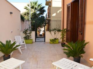 """Alloggio """"Castellammare"""" (4 pax) Casa del Porto - Castellammare del Golfo vacation rentals"""