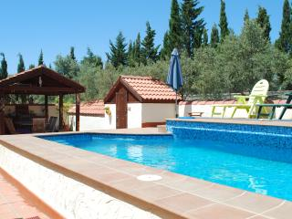 Nice Finca with Deck and Internet Access - Alhaurin de la Torre vacation rentals