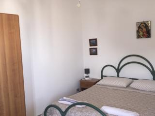 Splendido monolocale vista mare Papiro - Canneto di Lipari vacation rentals