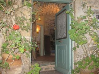 """Traditional rooms-Hostel  """"IANTHE"""" - Olympi vacation rentals"""