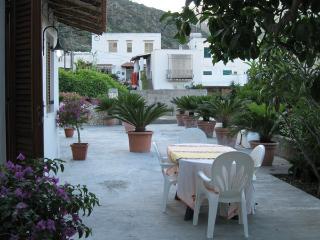 Case vacanze Papiro - Monolocale vista mare - Canneto di Lipari vacation rentals