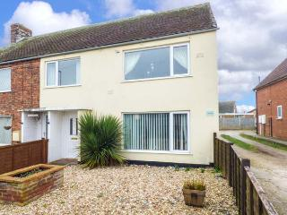 INGOLDSEA, family property, two bedrooms, gravelled garden, off road parking, Ingoldmells, Skegness, Ref 931154 - Skegness vacation rentals