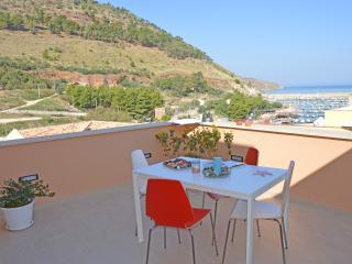 """Camera con vista """"Guidaloca"""" di Casa del Porto - Castellammare del Golfo vacation rentals"""