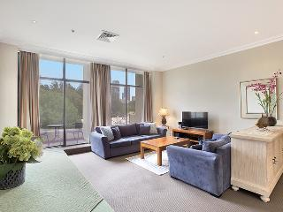 Harbour Fringe Vibrant Apartment - Sydney vacation rentals