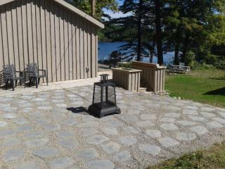 Nice Cottage with A/C and Television - Gravenhurst vacation rentals