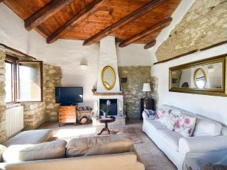 Charming House with Private Outdoor Pool and DVD Player - Pretoro vacation rentals
