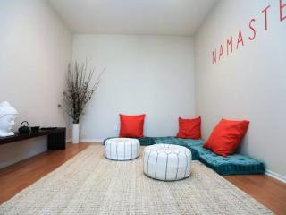 CAPTIVATING AND ROOMY FURNISHED 2 BEDROOM AND 2 BATHROOM APARTMENT - Santa Monica vacation rentals