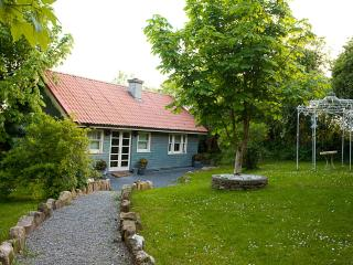 Cozy 2 bedroom Loughrea Chalet with Balcony - Loughrea vacation rentals