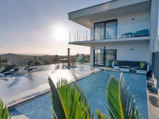 Luxery villa with private pool and Landrover Jeep - Split vacation rentals