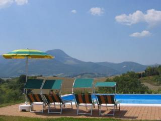 Nice Villa with Internet Access and Garden - Cingoli vacation rentals