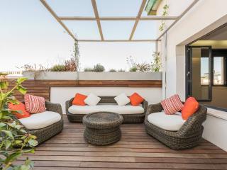 Luxury penthouse at Puerta Alcalá - Madrid vacation rentals
