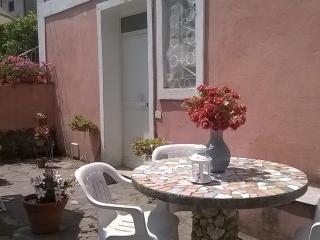 La casa rosa, casa silenziosa posizione strategica - Maratea vacation rentals