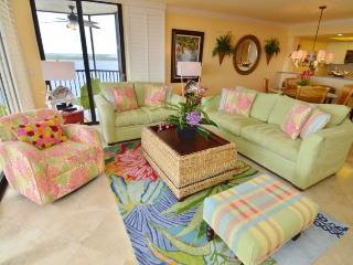 Comfortable 2 bedroom Fort Myers Apartment with Hot Tub - Fort Myers vacation rentals