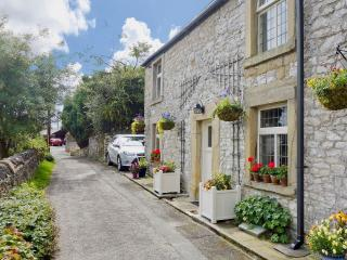 Luxury Tideswell Cottage Sleeping 8, Pet freindly. - Tideswell vacation rentals