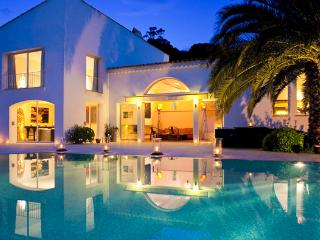 Ocean view with infinity edge pool. ACV FAB - Saint-Tropez vacation rentals