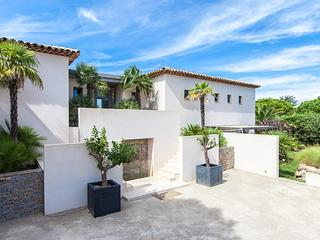 Ocean view villa between the village and beach. ACV ENT - Saint-Tropez vacation rentals