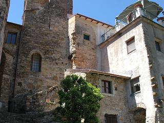 Stay in a medieval tower in Moltedo, IM - Diano San Pietro vacation rentals