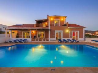 Villa Sacha, Quelfes, Portugal - Quelfes vacation rentals