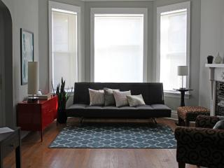 Cozy & Historic Home in Chicago's Logan Square - Chicago vacation rentals