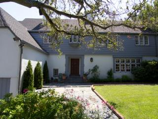 Amazing Burlingame Hills Home Perfect For You! - Burlingame vacation rentals
