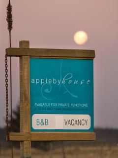 Appleby House - Holiday Home sleeps 6 - 8 - Tasman vacation rentals