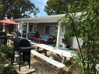 Small efficiency located 50 yards from Ocean, 8b - Marathon vacation rentals