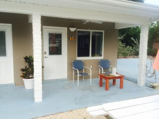 Small efficiency located 50 yards from Ocean, 8c - Marathon vacation rentals