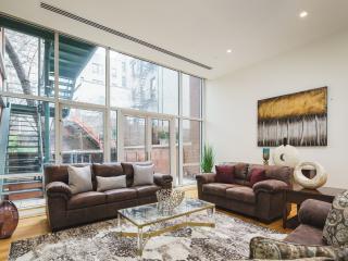 Triplex 3Bedrooms / Steam Room / Sleep 10 - New York City vacation rentals