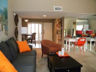 Comfortable 2 bedroom Palm Springs Apartment with Shared Outdoor Pool - Palm Springs vacation rentals